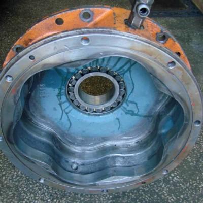 korpus silnika hydraulicznego - przed naprawianiem1